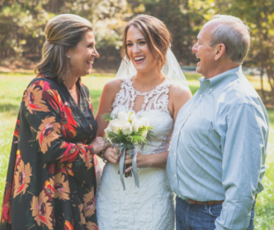 best ways to incorporate your mom into your wedding day